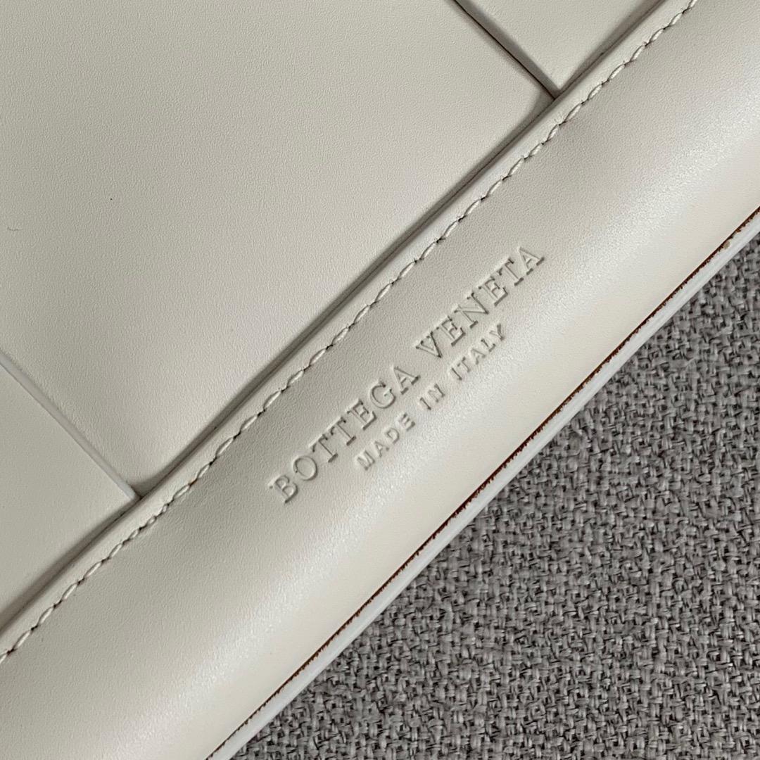 【P1730】Bv 小号Arco购物袋 575943 牛皮/平纹 白色 袋口33 底22宽6高22 (不含手柄)