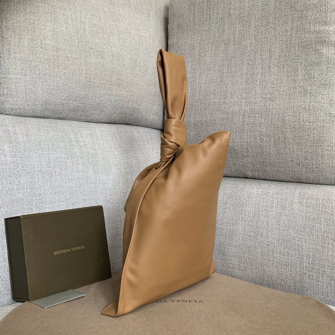 【P1650】Bottega Veneta 手包 607964 31-55-2 土黄