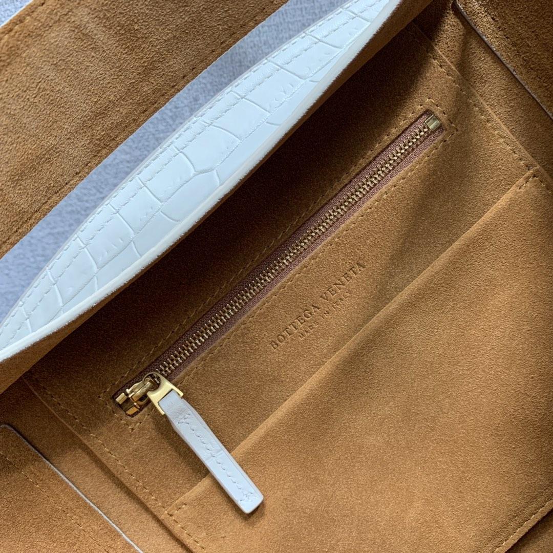 【P1400】Bv 小号Arco 580725鳄鱼纹 白色 袋口33 底22宽6高22 (不含手柄)