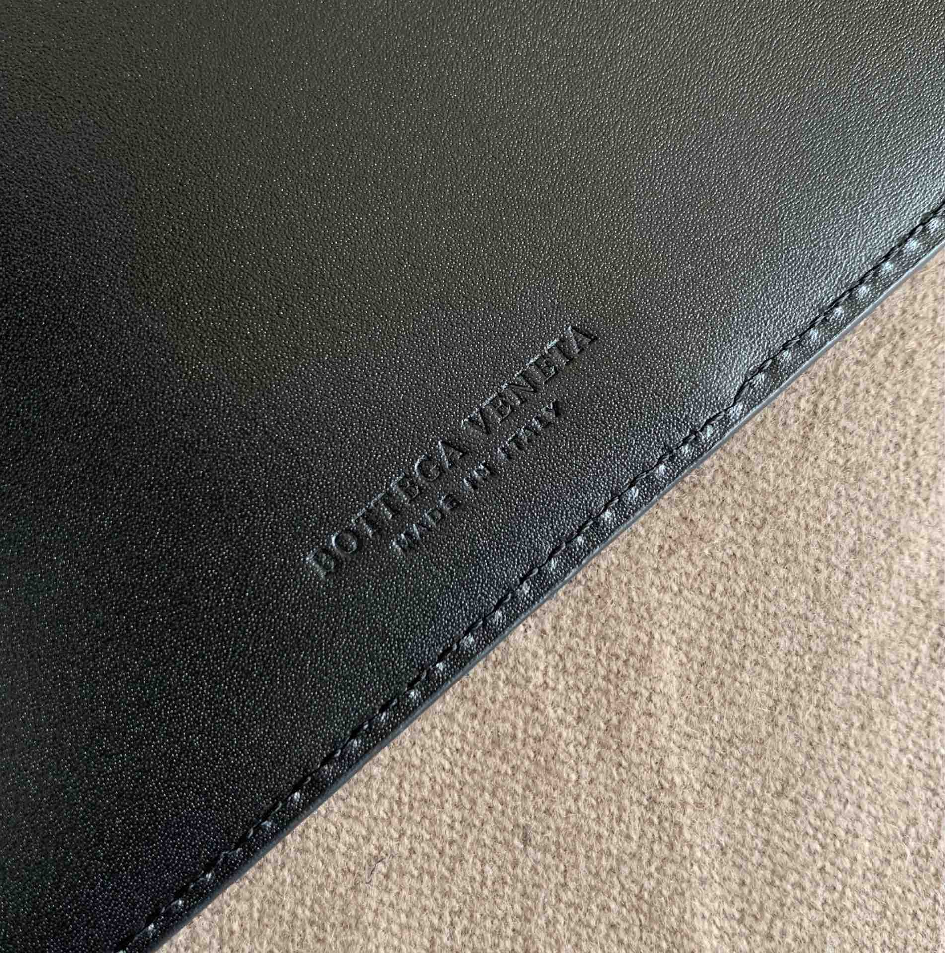 【P300】BV内袋卡包 大号 567190 10-9.5-1 黑色