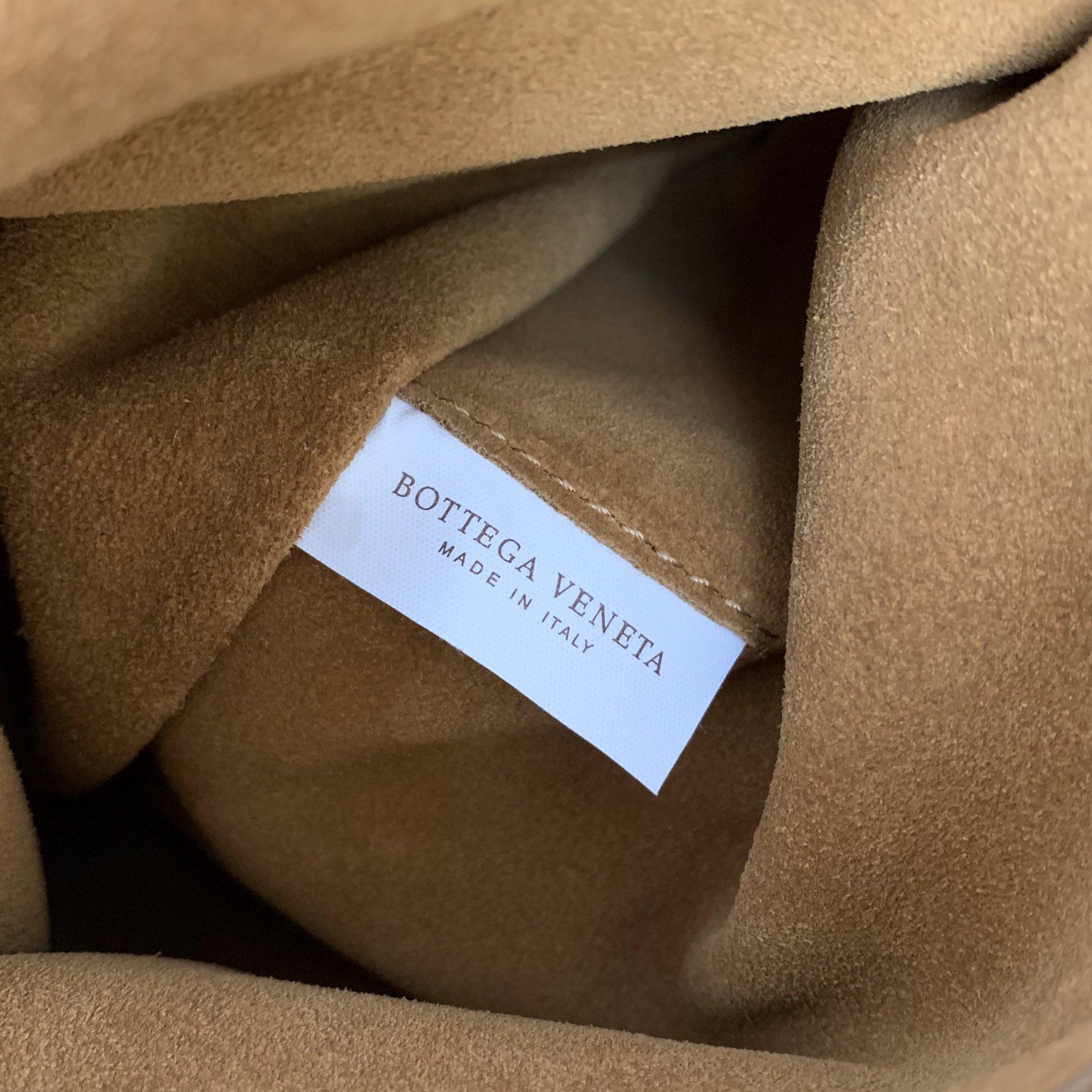 BV葆蝶家 油蜡皮质 ARCO 618464 木薯色 32(袋口48)×28×12