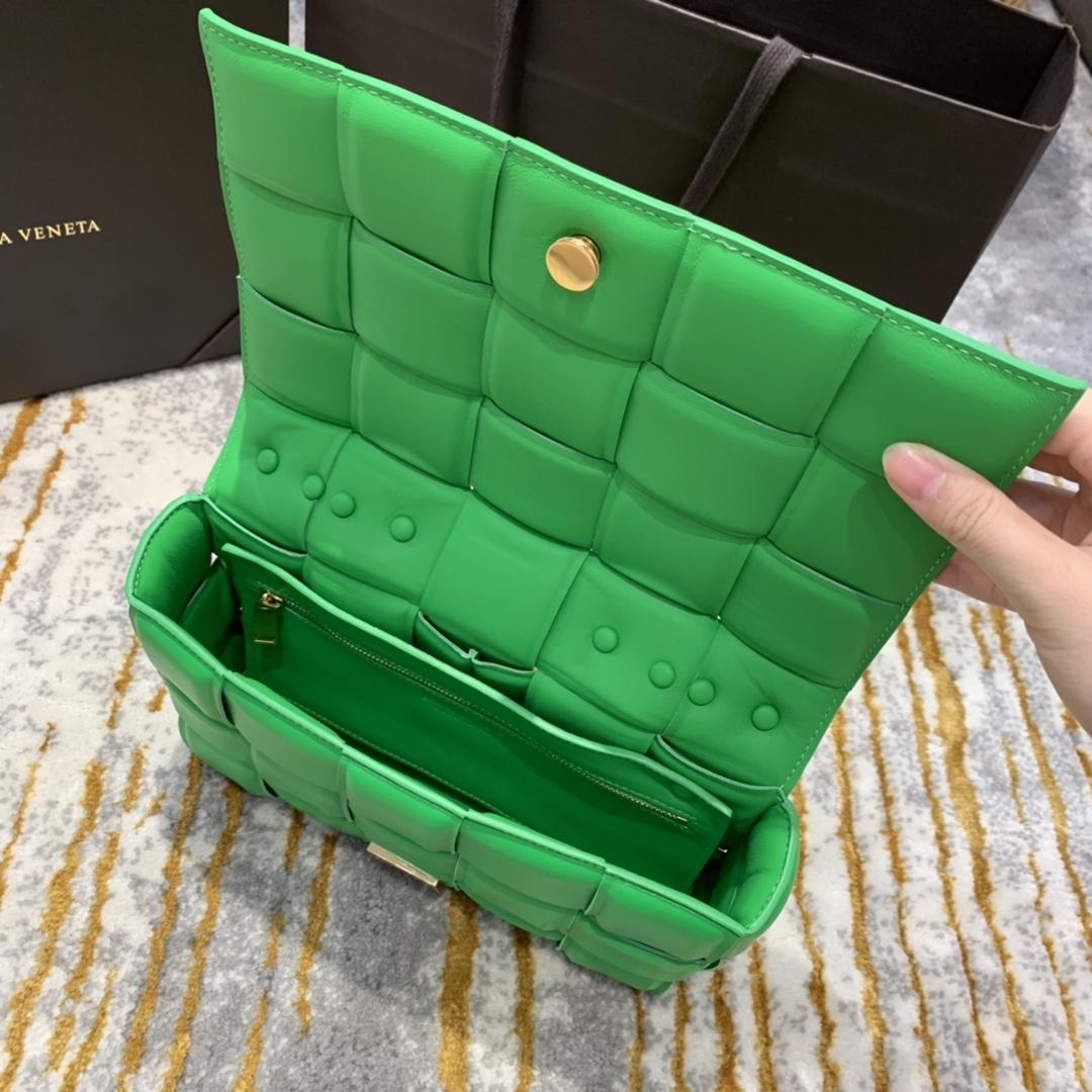 P¥2070 THE CHAIN CASSETTE 草绿色配金 越看越好看的一款 超有范的 街拍神器 26*18*8