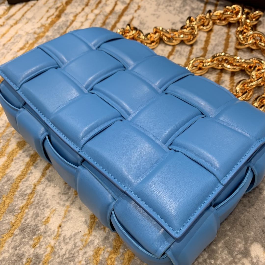 P¥2070 THE CHAIN CASSETTE 泳池蓝配金 越看越好看的一款 超有范的 街拍神器 26*18*8