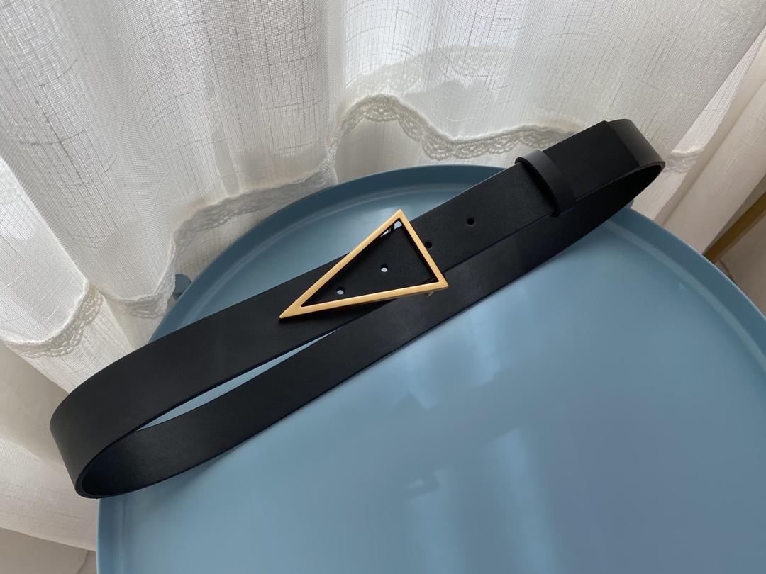 bottega 复古三角金扣小牛皮 腰带 时尚达人必备单品. 3.4cm