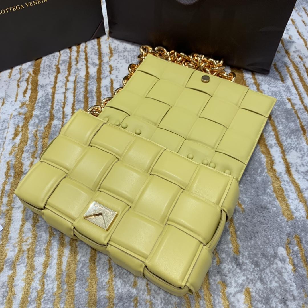 P¥2070 THE CHAIN CASSETTE 黄色配金 越看越好看的一款 超有范的 街拍神器 26*18*8