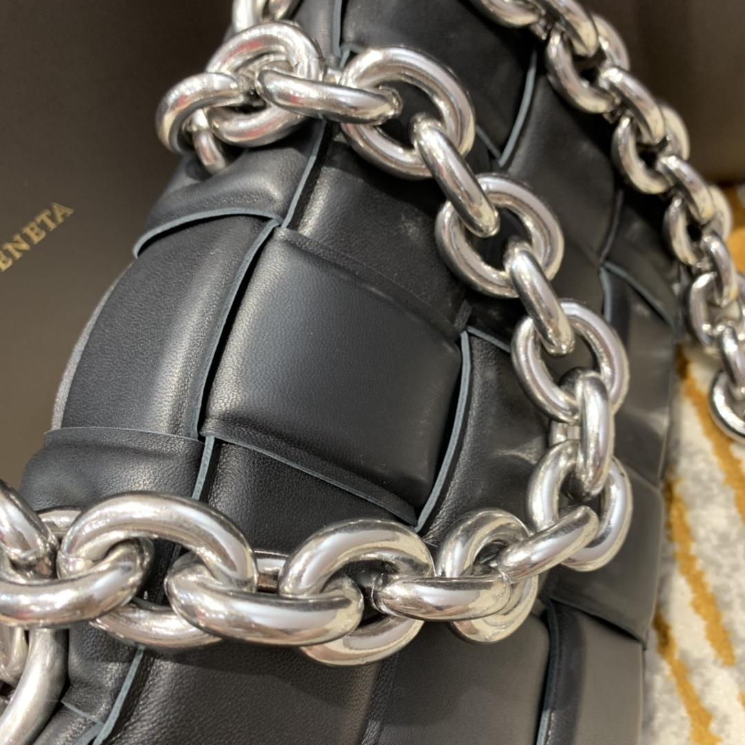 P¥2070 THE CHAIN CASSETTE 黑银 越看越好看的一款 超有范的 街拍神器 26*18*8