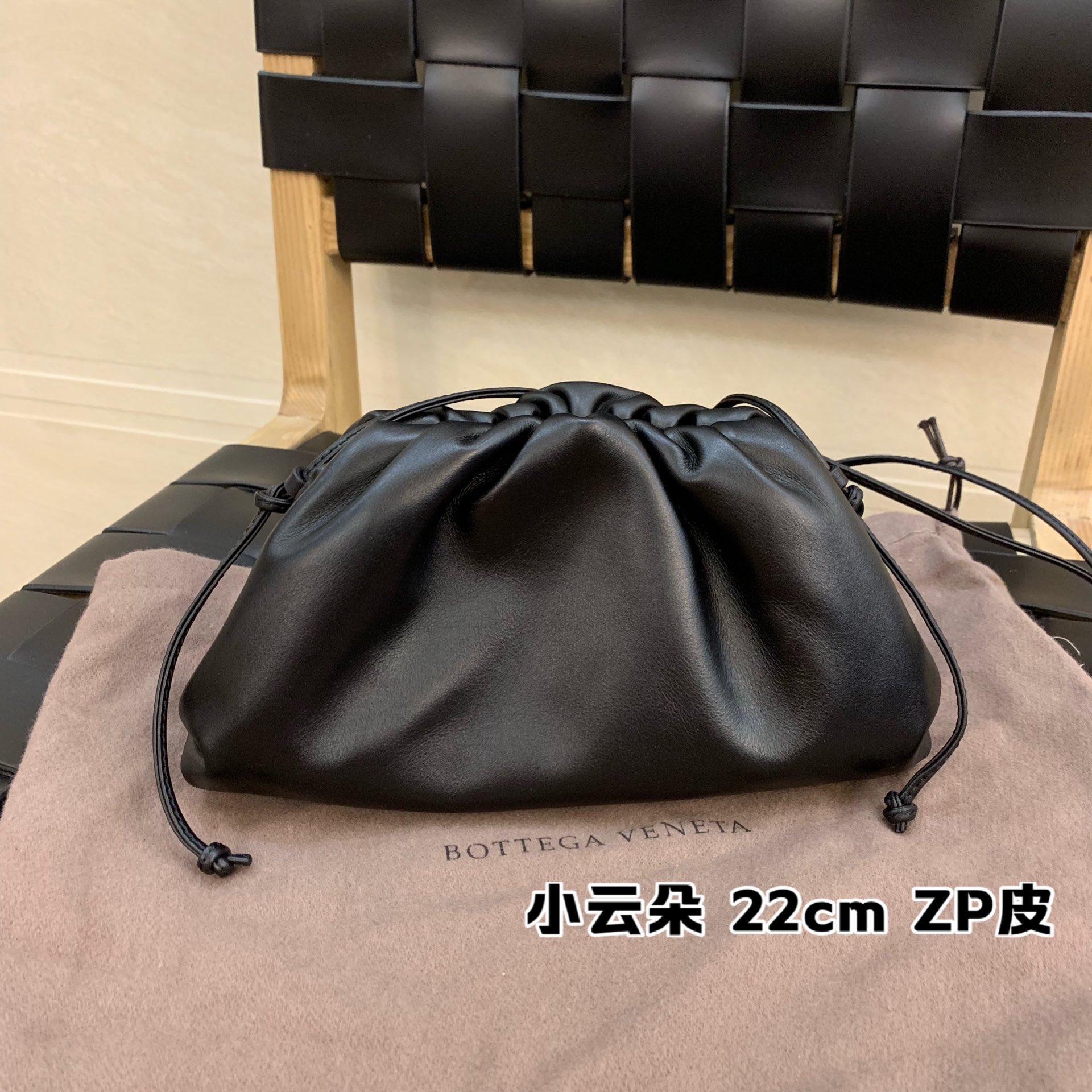 ¥1440 正品皮THE MINI POUCH 王牌产品云朵包 585852正品皮 22*13*5