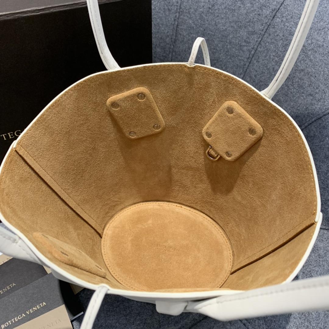 """P¥1170  SMALL BASKET TOTE 灵感来自西西里传统的""""coffa"""" Basket 篮子包 18*28*10"""