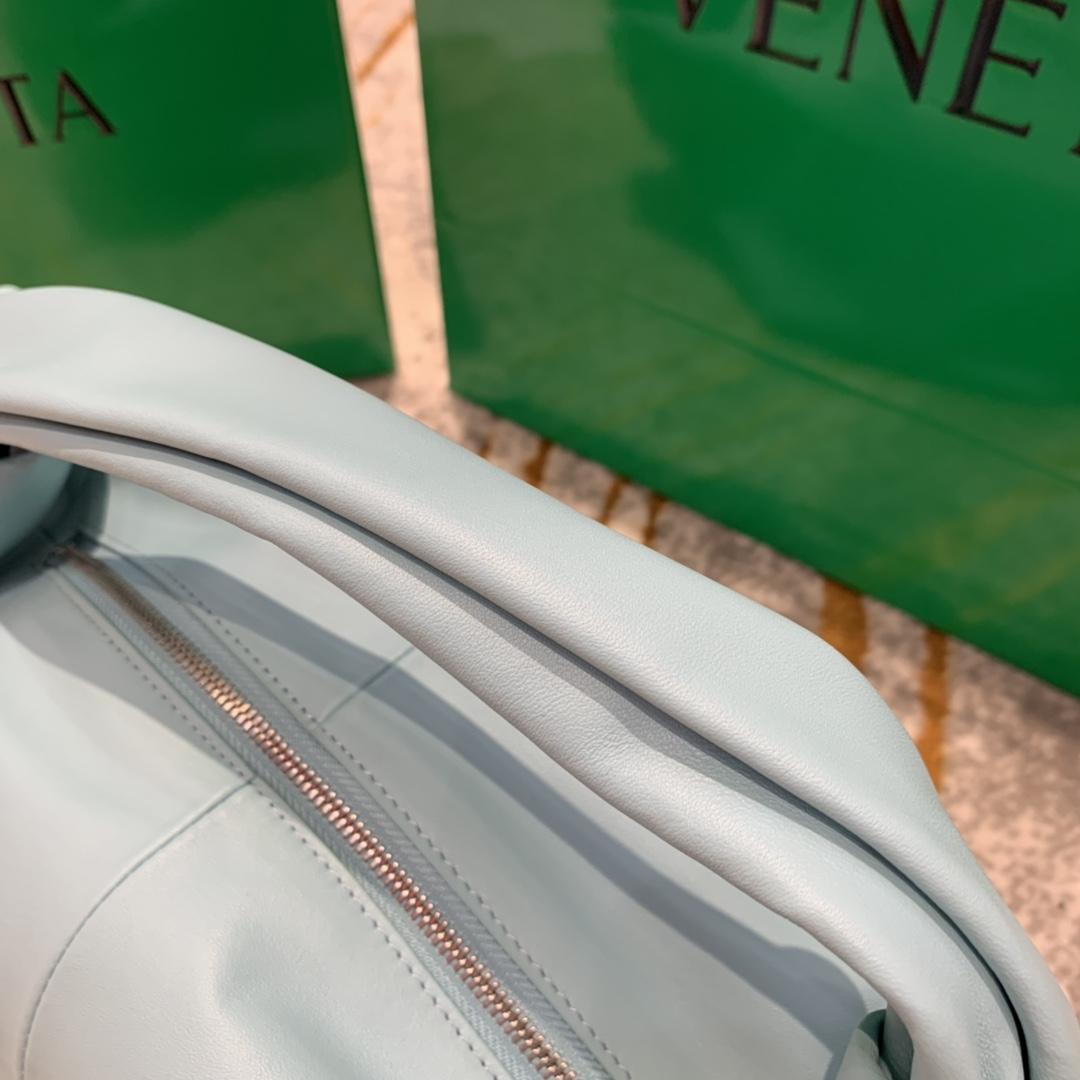 P¥1320 MINI BAG 马卡蓝 专柜最新款手提云朵包 又叫饭盒包 30*23*15