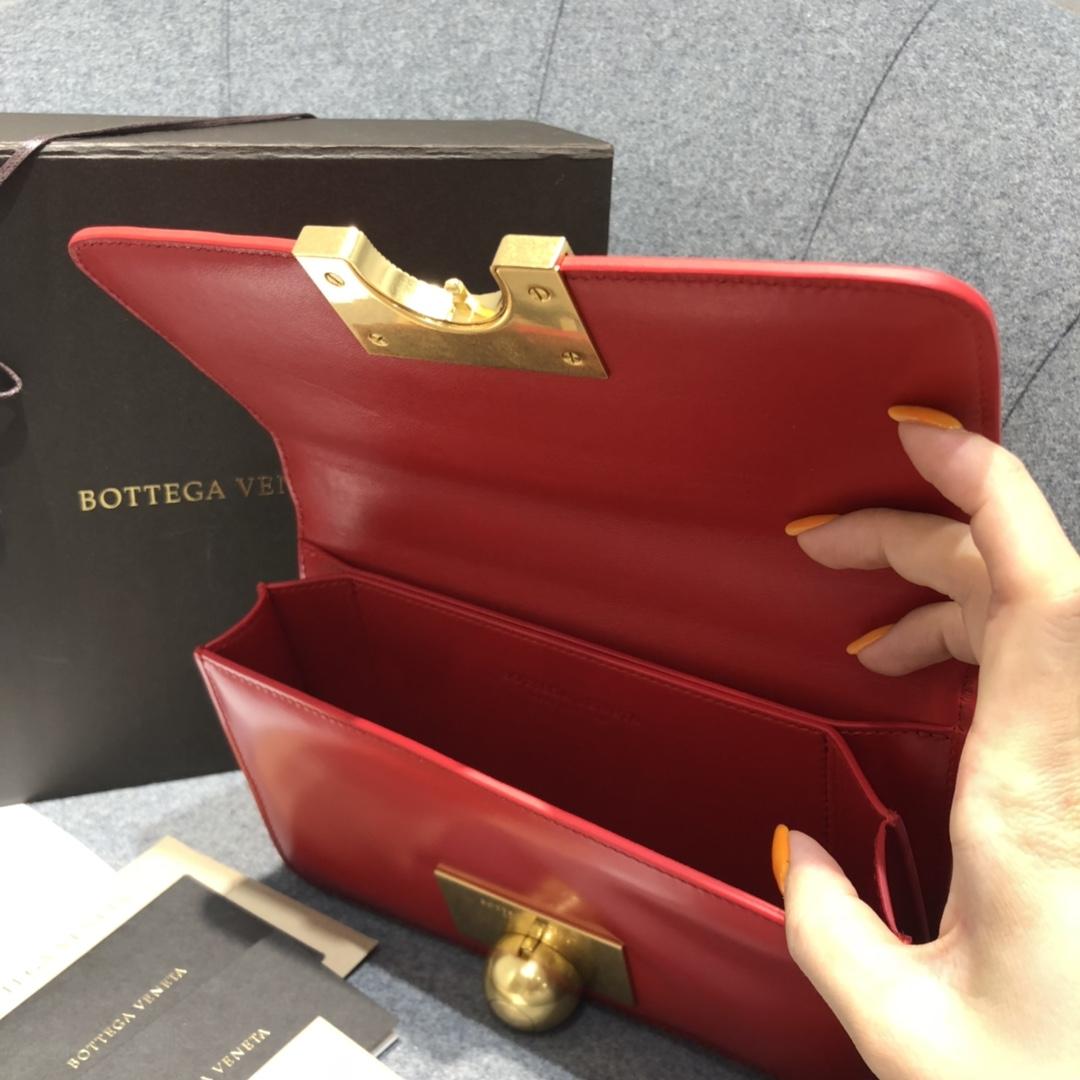 P¥1320 CLASSIC MINI 亮红色 极简性冷淡风 CLASSIC 满满的Vintage感 21*11*5