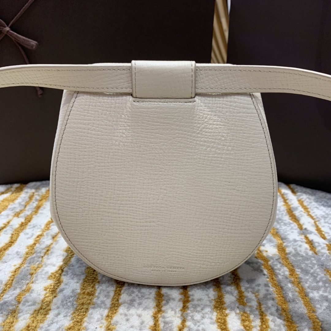 ¥1170 BELT BAG 白色 小猪包 16*18*7.5 腰包斜挎包单肩包 576643 进口头层牛皮 定制ZP一致黄铜五金