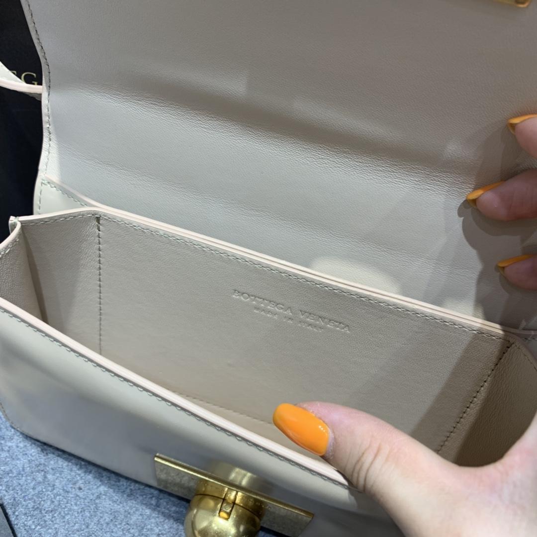 P¥1320 CLASSIC MINI 奶茶 极简性冷淡风 CLASSIC 很经典 满满的Vintage感 21*11*5