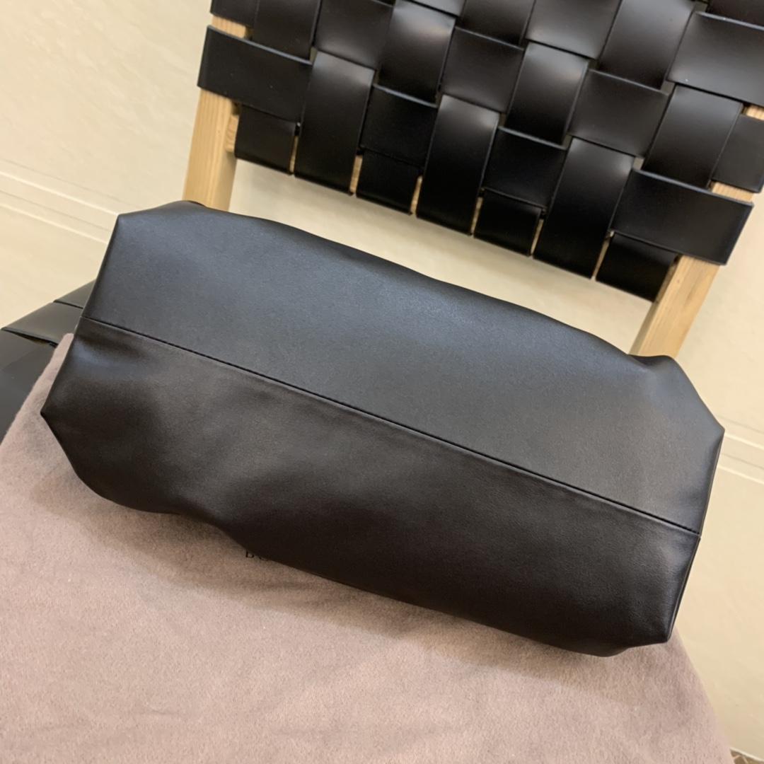 ¥2220 正品皮THE CHAIN POUCH 云朵包系列 620230正品皮 31*16*12cm