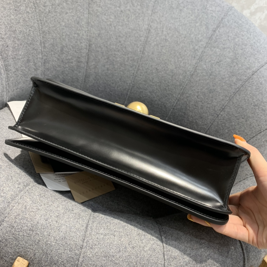 【¥1620】BVCLASSIC28cm黑色 28*15.5*8cm  满满的Vintage感 很耐看