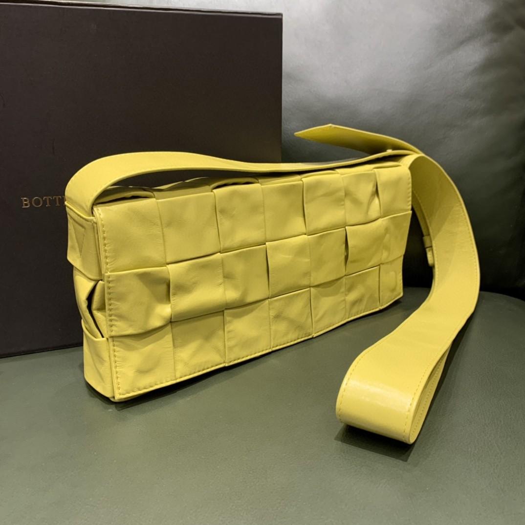 【¥1590】#STRETCHCASSETTE# 超简约的设计风格 加宽设计的编织元素 男女通用款 28*12*4cm