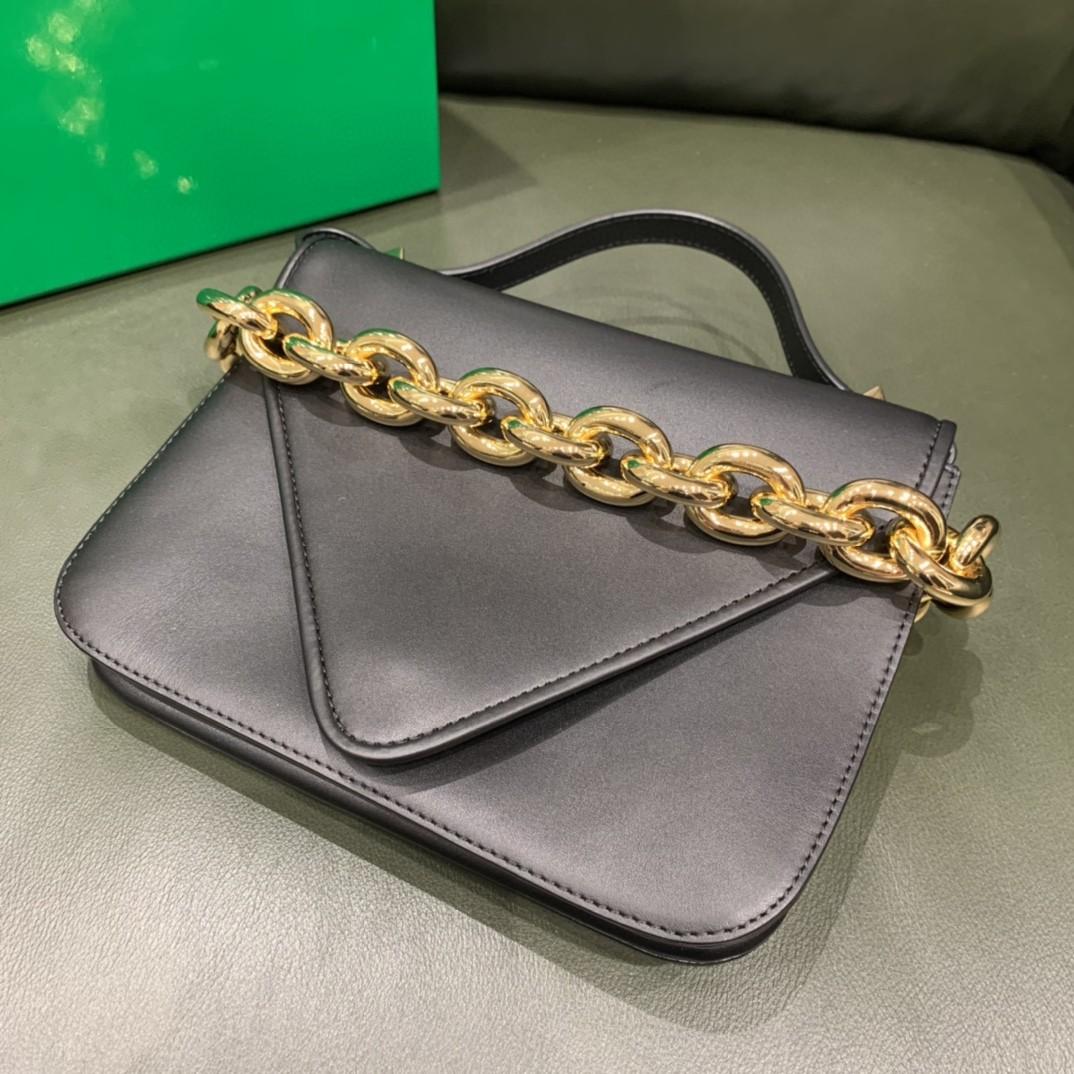 【¥1620】【小号 MOUNT】小号 平纹 黑色 21*16*4cm 特色的粗链条 翻盖女包