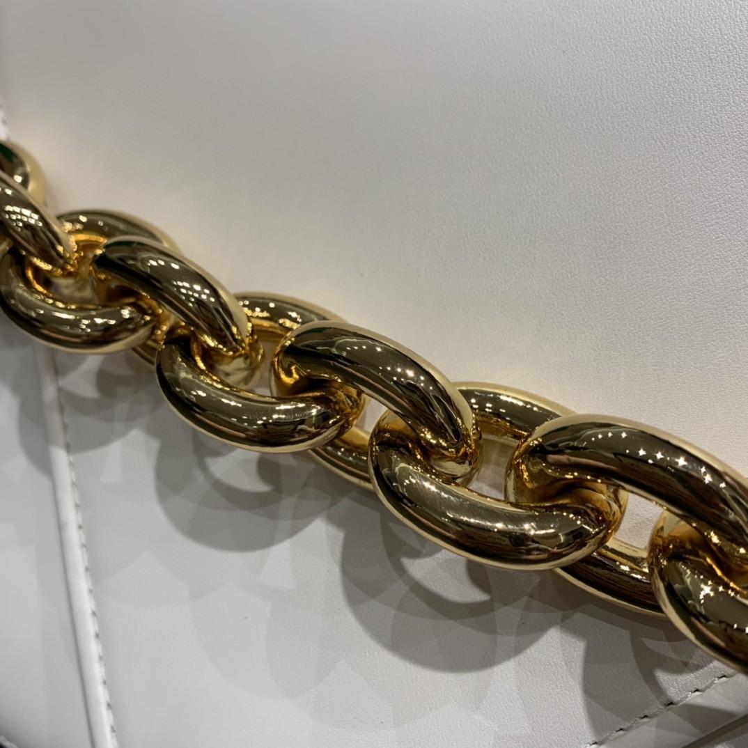 【¥1620】【小号 MOUNT】小号 平纹 白色 21*16*4cm 特色的粗链条 翻盖女包
