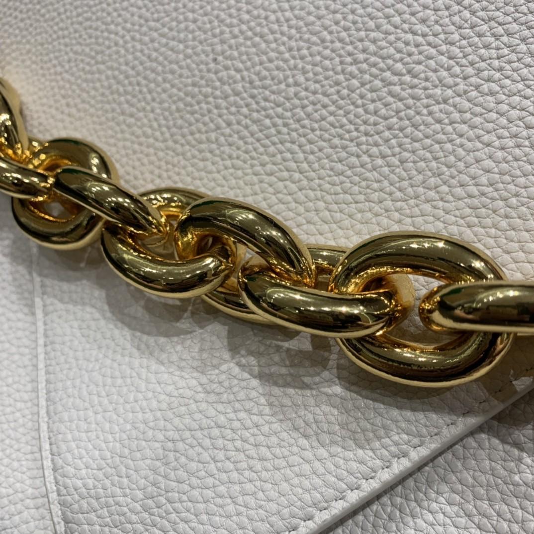 【¥1620】【小号 MOUNT】小号 荔枝纹 白色 21*16*4cm 特色的粗链条 翻盖女包